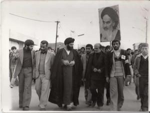 شرکت حضرت آیت الله جباری در راهپیمایی علیه حکومت ستمشاهی قبل از انقلاب در شهر فریدونکنار