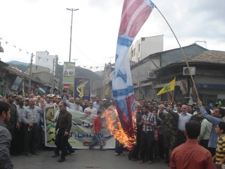 راهپیمایی روز قدس - رمضان 1392 - بهشهر - به آتش کشیدن پرچم استکبار