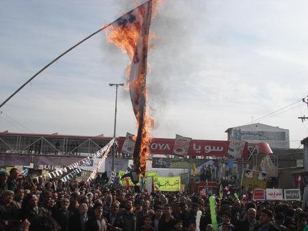 راهپیمایی 22 بهمن بهشهر ، دهه فجر 92 - آتش کشیدن پرچم آمریکا و رژیم صهیونیستی