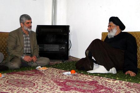 حضور پدر شهید احمدی روشن در بیت حضرت آیت الله جباری